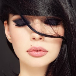从嘴唇和微笑开始恢复美丽的脸庞